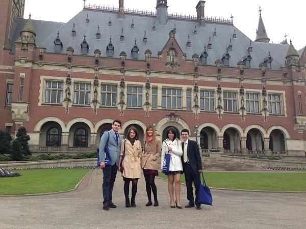 Interviu cu studentii la drept care au reprezentat Romania la Haga